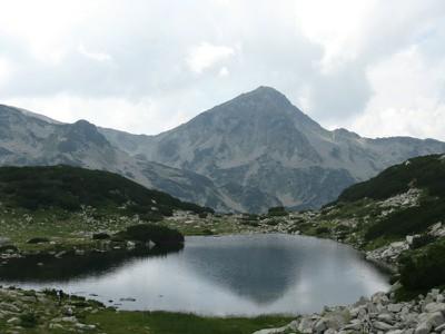 Жабешко езеро с Муратов връх