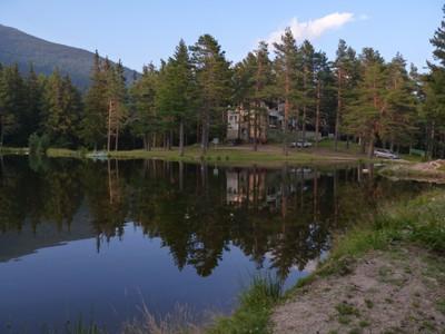 Хижа Семково с езерото